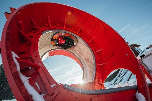 Looping 360 snow tubing laysin