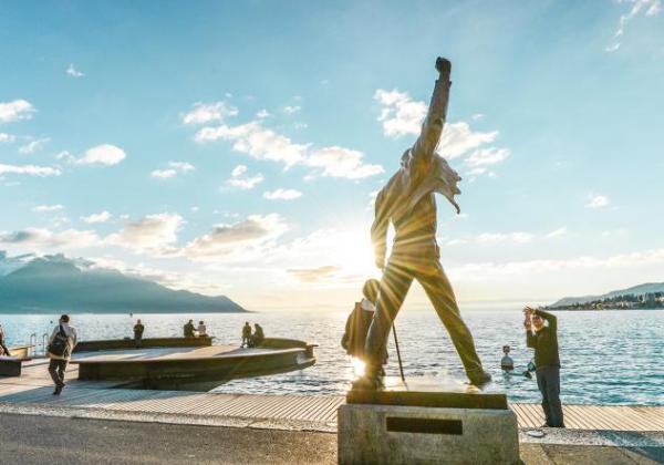 Freddie Mercuty Statue